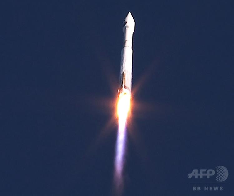 米フロリダ州から打ち上げられた追跡・データ中継衛星を搭載したアトラスVロケット