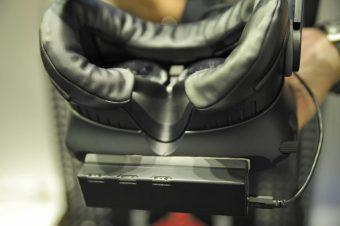 「VAQSO VR」の手前側の様子。匂いを出す噴出口が3つ付いている