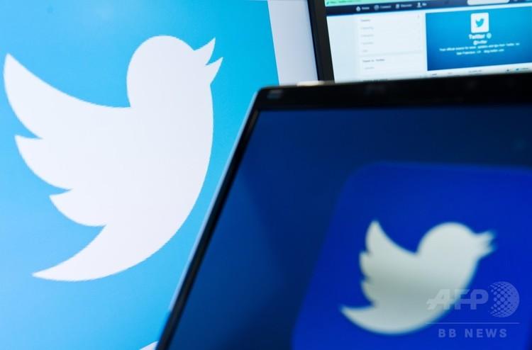 コンピューターの画面に映し出されたツイッターのロゴ(2013年9月11日撮影、資料写真)。(c)AFP/LEON NEAL