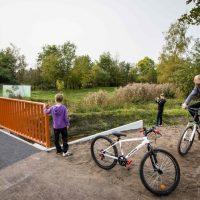 オランダ南東部ヘーメルトに開通した3Dプリンターで製作されたコンクリート製の橋(2017年10月17日撮影)。(c)AFP/Bart Maat