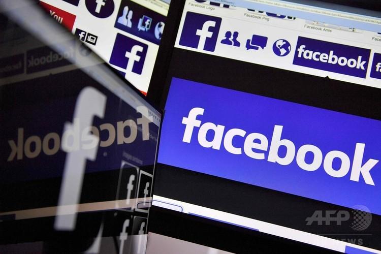 フェイスブックのロゴ(2017年11月20日撮影)。(c)AFP/LOIC VENANCE