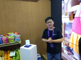杭州市のタオバオ・メイカーカーニバル。アリババのAIスピーカー「Tモールジニー」の展示
