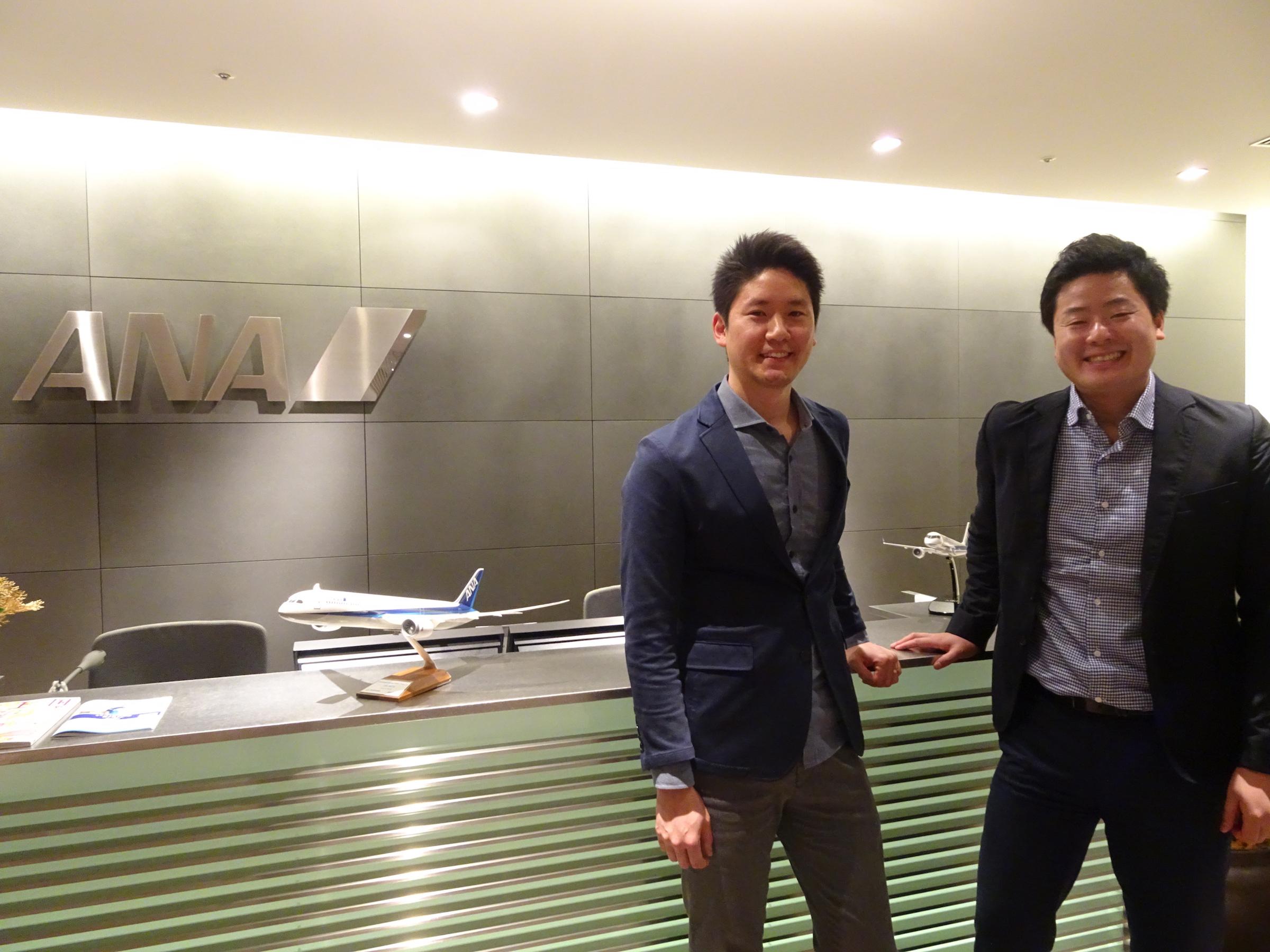 ANAホールディングスの深堀昴デジタル・デザイン・ラボ アバター・プログラム・ディレクター(右)と梶谷ケビン同ラボ イノベーション・リサーチャー