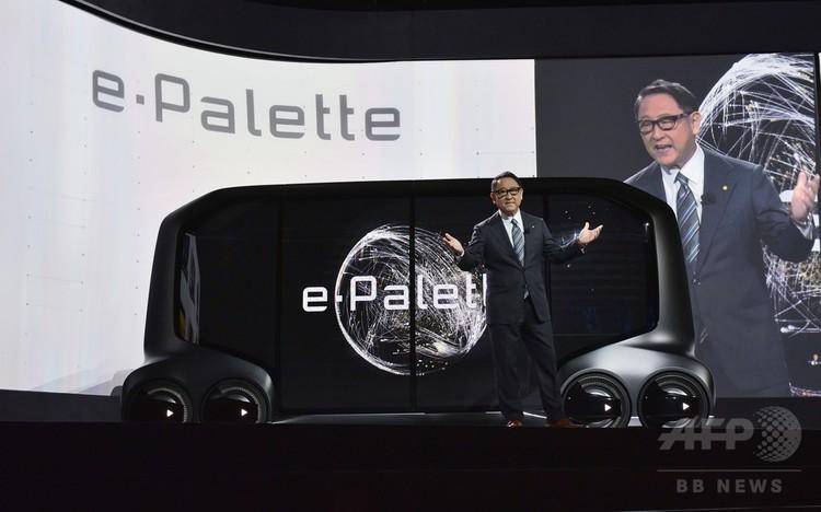 米ラスベガスで開かれた家電見本市CESで「イー・パレット」を発表するトヨタ自動車の豊田章男社長(2018年1月8日撮影)。(c)AFP PHOTO / MANDEL NGAN
