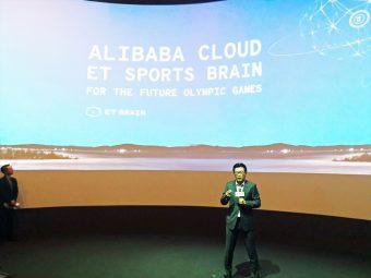 アリババグループのショーケースで講演する董本洪(クリス・トン)CMO。筆者撮影