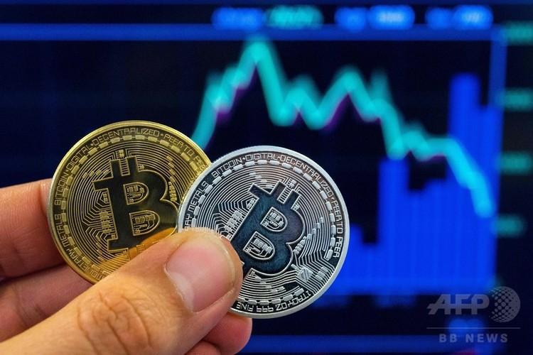 仮想通貨ビットコインのメダル(2018年2月6日撮影、資料写真)。(c)AFP PHOTO / JACK GU