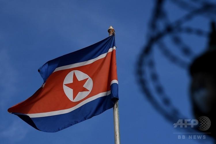 北朝鮮の国旗(2017年3月27日撮影、資料写真)。(C)AFP PHOTO / MANAN VATSYAYANA