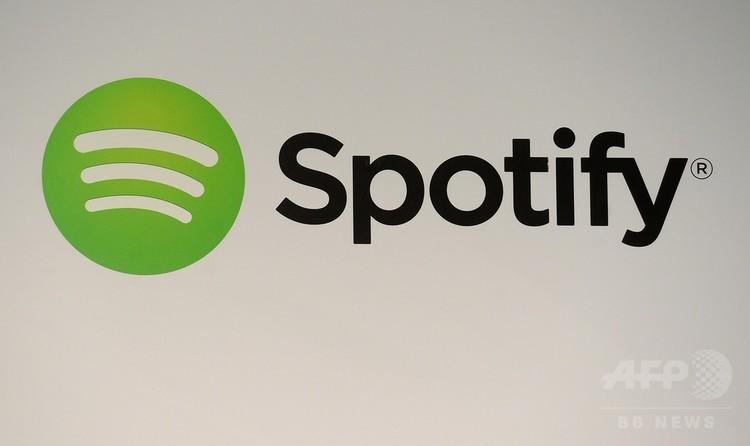 音楽配信サービス「スポティファイ」のロゴ(2013年12月11日撮影)。(c)AFP PHOTO / EMMANUEL DUNAND