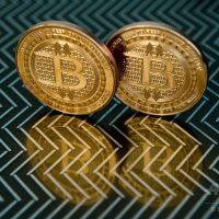 ビットコイン、初めて4万5000ドルに迫る テスラによる投資後