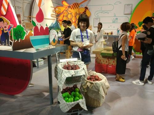 アリババグループ「タオバオ・メイカーフェスティバル」で展示されるタオパオで販売の農作物