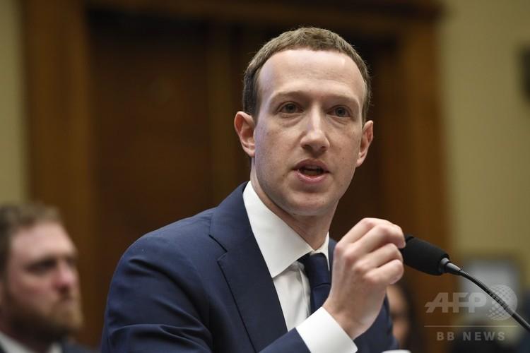 米下院エネルギー・商業委員会の公聴会で証言するフェイスブックのマーク・ザッカーバーグ最高経営責任者(2018年4月11日撮影)。(c)AFP PHOTO / SAUL LOEB