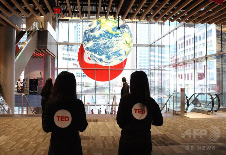 カナダ・バンクーバーのTED会場入り口(2018年4月11日撮影)。(c)AFP PHOTO / Glenn CHAPMAN