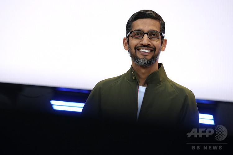米カリフォルニア州マウンテンビューで行われた開発者会議で基調講演をするグーグルのスンダル・ピチャイ最高経営責任者(CEO、2018年5月8日撮影)。(c)Justin Sullivan/Getty Images/AFP