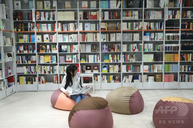 中国初の無人書店が上海にオープン(2018年4月23日撮影)。(c)CNS/張亨偉