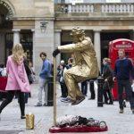 投げ銭もデジタル化、街角パフォーマンスに電子決済 英ロンドン