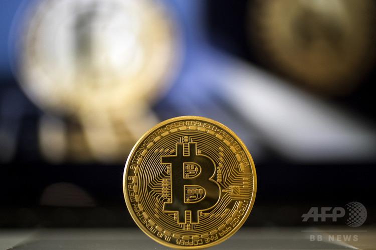 ビットコインを視覚化した模型(2018年2月6日撮影、資料写真)。(c)AFP PHOTO / JACK GUEZ