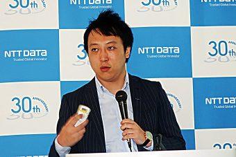 「脳情報解読技術」のスライドを説明するNTTデータ経営研究所 ニューロイノベーションユニットシニアマネージャー 茨木拓也氏