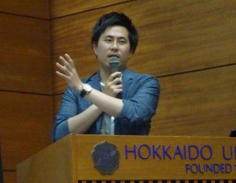 大塚凱さん。「AI俳句の先に人間の表現の新しいステージがある」