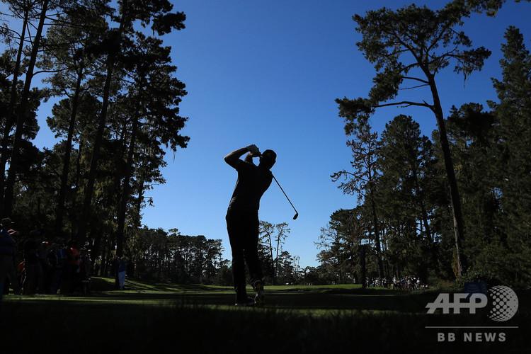 男子ゴルフの試合に臨む選手(2018年2月8日撮影、資料写真)。(c)Mike Ehrmann/Getty Images/AFP