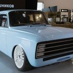 ライバルはテスラ? カラシニコフがレトロな見た目の「電気スーパーカー」を発表