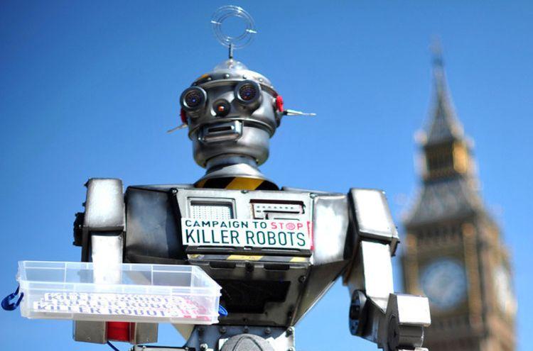 「殺人ロボット」の禁止に向けて立ち上げられたキャンペーンで設置されたロボットの人形、英ロンドンにて(2013年4月23日撮影、資料写真)。(c)AFP/CARL COURT