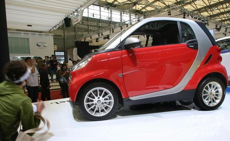 国内のエネルギー自動車産業発展のカギを握る小型車(2009年8月6日撮影、資料写真)。(c)CNS/張和平