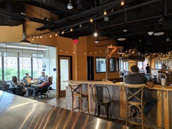 CIC5階のVentureCafeスペース内にある個室会議室