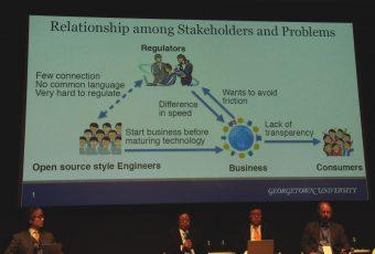 問題を共有する必要があると話す松尾氏と説明のスライド