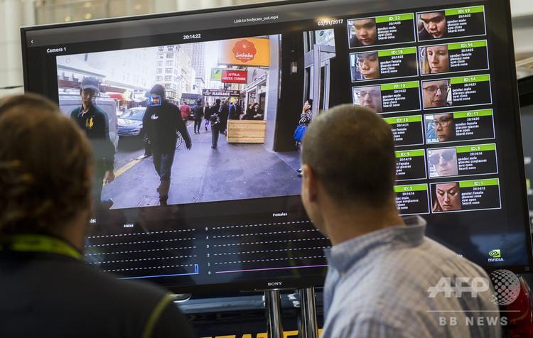 米半導体メーカーNVIDIAが主催する「GPUテクノロジー・コンファレンス」で披露された、顔認証システム。米首都ワシントンで(2017年11月1日撮影、資料写真)。(c)AFP PHOTO / SAUL LOEB