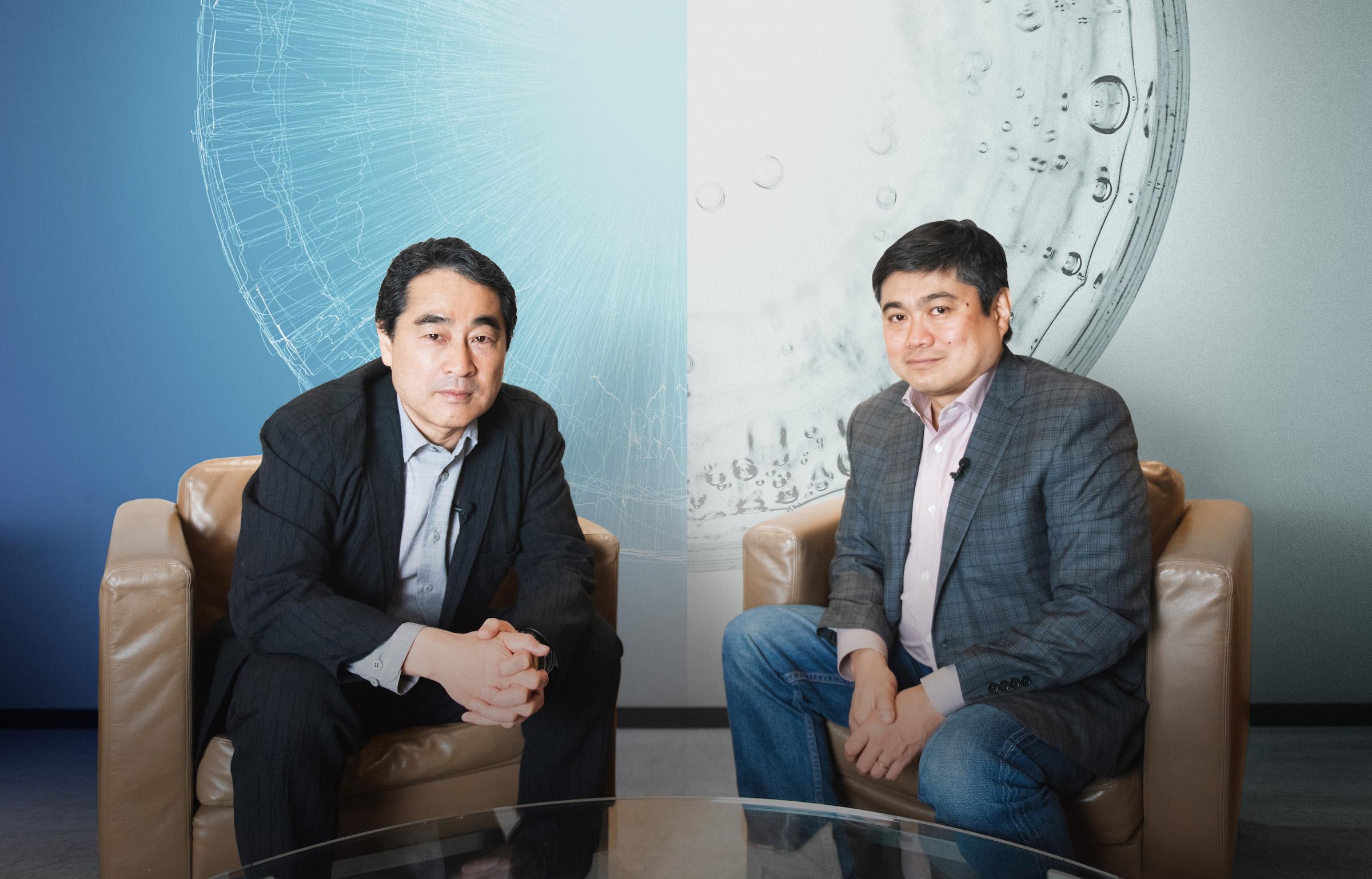 対談を行う林郁(左)と伊藤穰一(右)
