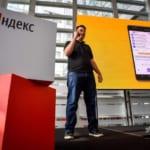 ロシア企業ヤンデックス、初のスマートフォン発表 巨大IT企業に対抗