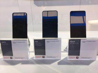 クアルコムの展示エリアで中国メーカーが5G対応スマホを展示