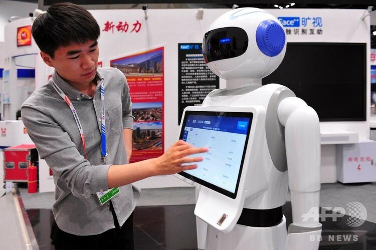 中国のスマート医療ロボット(2018年6月1日撮影、資料写真)。(c)CNS/趙雅丹