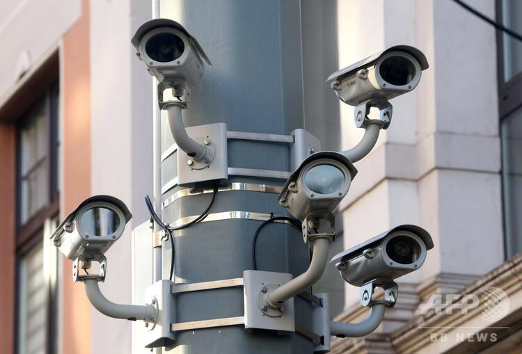 路上に設置された監視カメラ(2016年12月21日撮影、資料写真)。(c) Roland Weihrauch / dpa / AFP