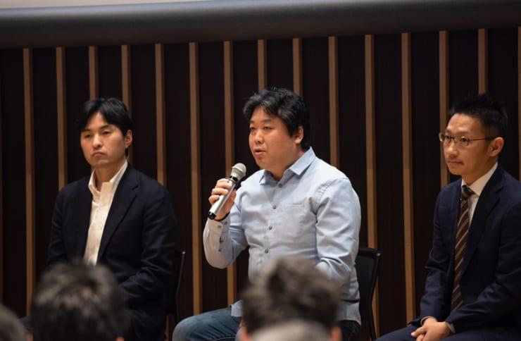 カレンシーポート株式会社の杉井靖典氏(中央)