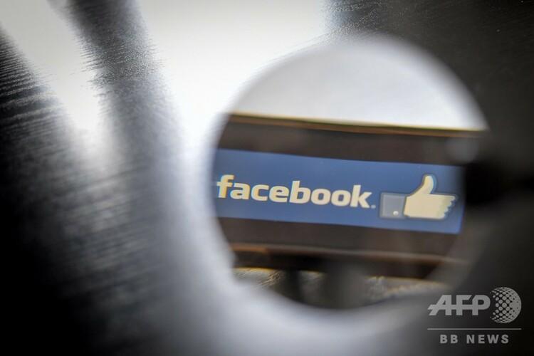 フェイスブックのロゴ(2019年1月15日撮影)。(c) LOIC VENANCE / AFP