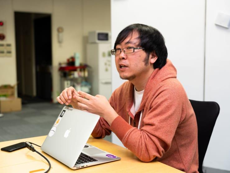 株式会社デザイニウムの取締役で、株式会社ホロラボの創立メンバーの一人でもある秦氏。