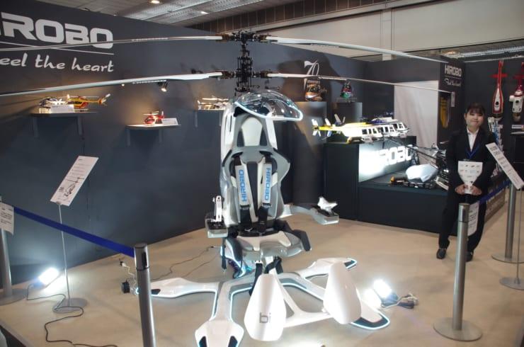 ヒロボー株式会社が開発した一人乗り電動小型ヘリ「bit」