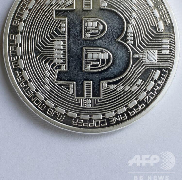 ビットコインを視覚化した模型(2018年2月6日撮影、資料写真)。(c)JACK GUEZ / AFP