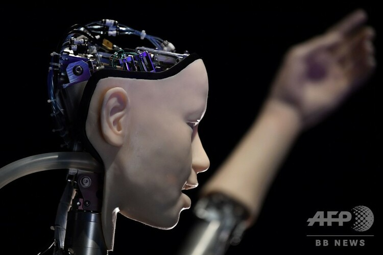 英ロンドンで開催の展示会に登場した人型ロボット(2019年5月15日撮影、資料写真)。(c)Ben STANSALL / AFP