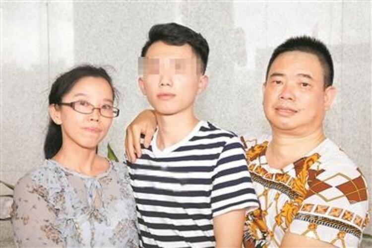広東省で3歳の時に誘拐され、AIの力で19年ぶりに両親と再会を果たした男性(撮影日不明)。(c)CNS/広州日報