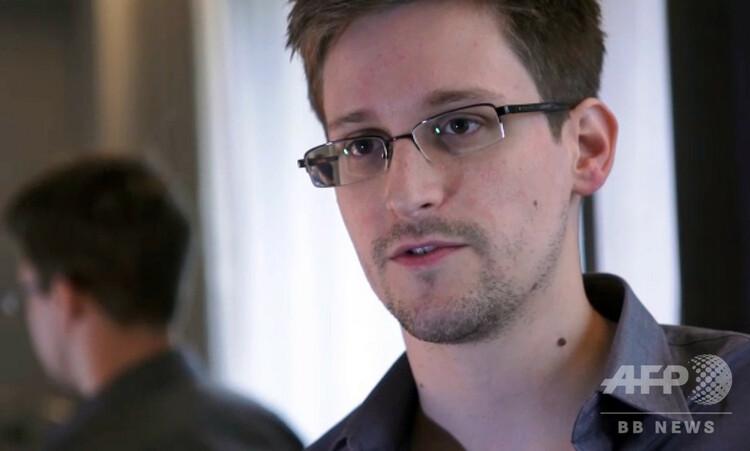 香港で英紙ガーディアンのインタビューに応じるエドワード・スノーデン容疑者(2013年6月6日撮影、同10日提供)。(c)AFP/THE GUARDIAN
