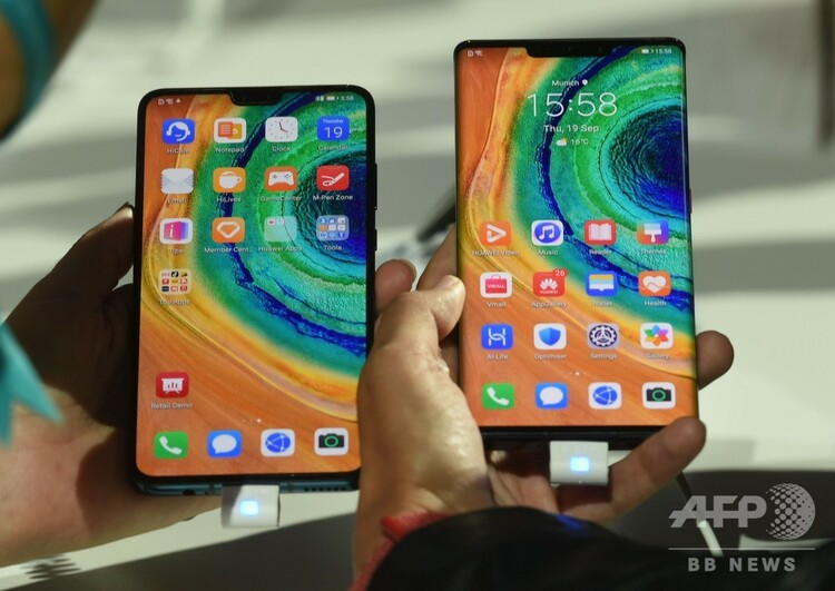 ドイツ・ミュンヘンで発表された華為技術(ファーウェイ)の新型スマートフォン「Mate 30 Pro」(2019年9月19日撮影)。(c)Christof STACHE / AFP