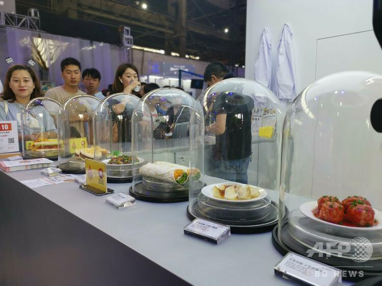 杭州市で開催された第4回タオバオ造物フェスティバルで展示された人工肉で作られた料理(2019年9月12日撮影)。(c)CNS/張茵