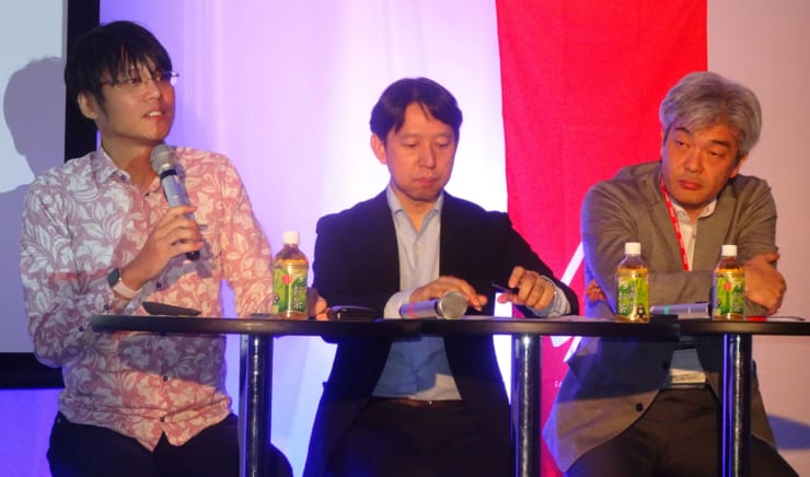 (左から)さくらインターネット代表取締役社長の田中邦裕氏、ポーラスター・スペース代表取締役の三村昌裕氏、北海道大学公共政策大学院教授の鈴木一人氏