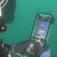 世界初 海中からスマホで動画送信に成功 青色LED光無線通信技術を用いて