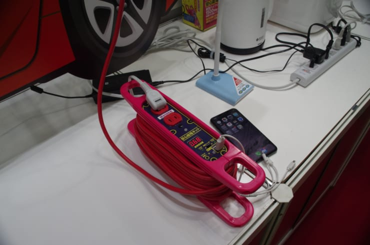 あかりみらい社が展示していた車用延長コード「安心給電キット」