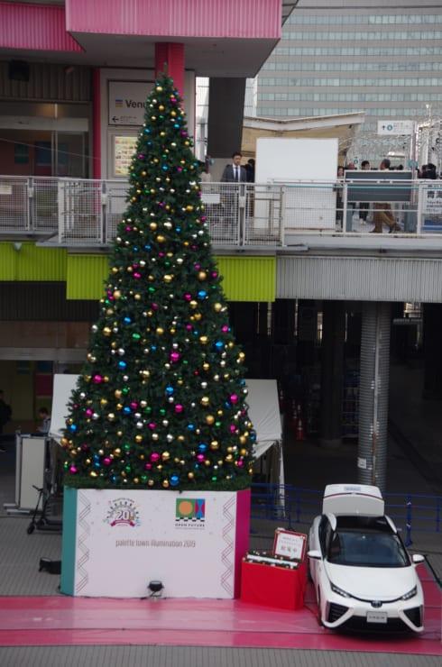 モーターショーではクルマからの給電でクリスマスツリーのイルミネーションを実施するイベントも