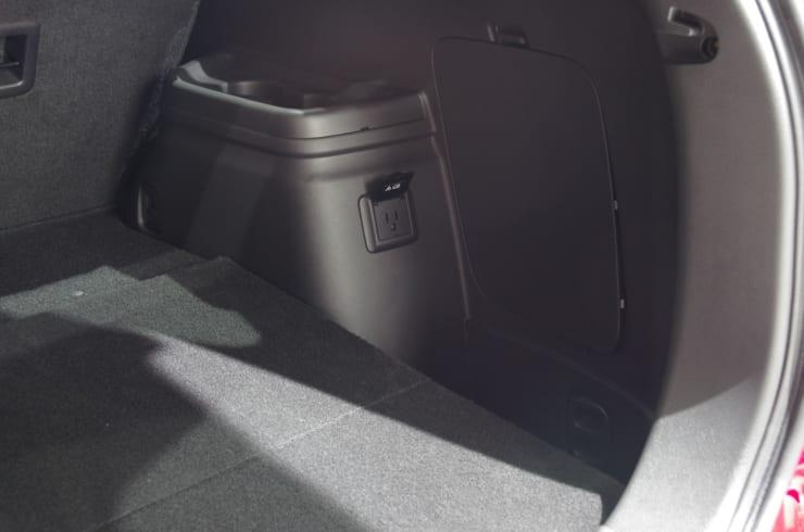 アウトランダーの車内にある1500Wのコンセント