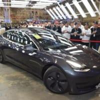 テスラ、中国製EV「モデル3」初ロットを出荷 一般顧客向け
